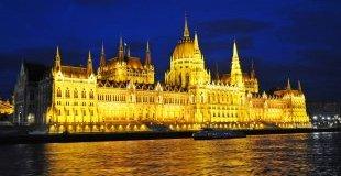 Коледните светлини на Будапеща, със самолет и обслужване на български език
