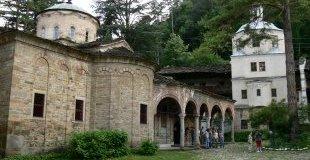 Троянски манастир и Ловеч
