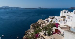 Майски празници на остров Санторини - потвърдена чартърна програма с полет от Варна!